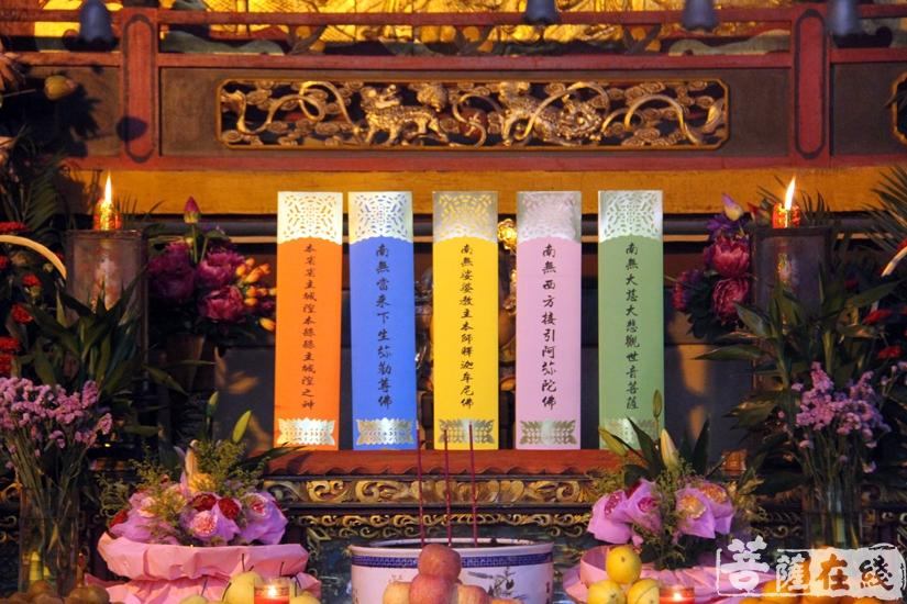 熏坛洒净仪式(图片来源:菩萨在线 摄影:妙文)