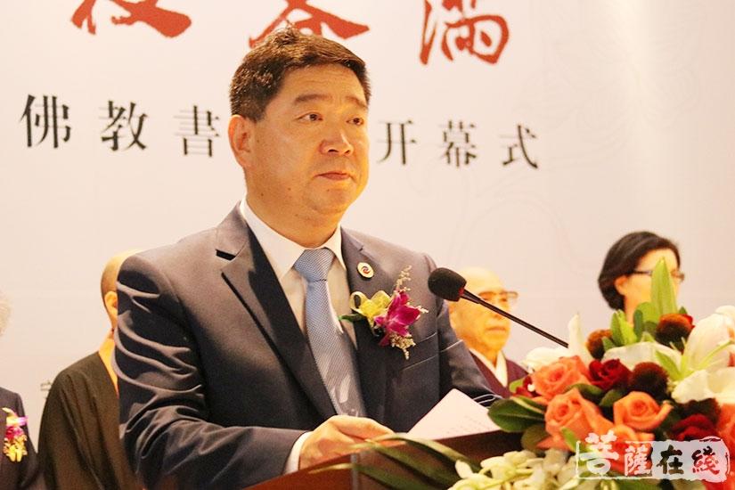 陈国苗副主任表示此次书画展将进一步推动两国文化交流及发展(图片来源:菩萨在线 摄影:妙月)
