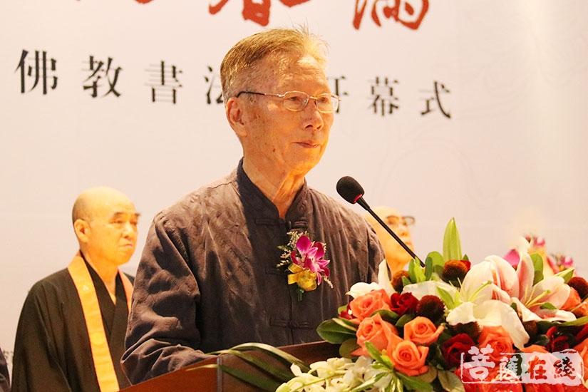 书法家陈启元表示用书法形式进行佛教教育是前所未有的(图片来源:菩萨在线 摄影:妙月)