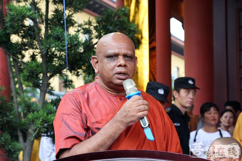 苏曼葛拉法师代表南传佛教致贺词(图片来源:菩萨在线 摄影:妙静)