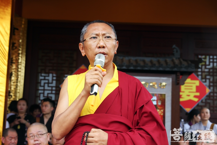 夏铂坦真仁波切代表藏传佛教致贺词(图片来源:菩萨在线 摄影:妙静)