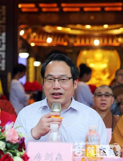 上海市委统战部副部长、市民宗委党组书记房剑森为松江佛发展提出四点建议与希望(图片来源:菩萨在线 摄影:妙雨)