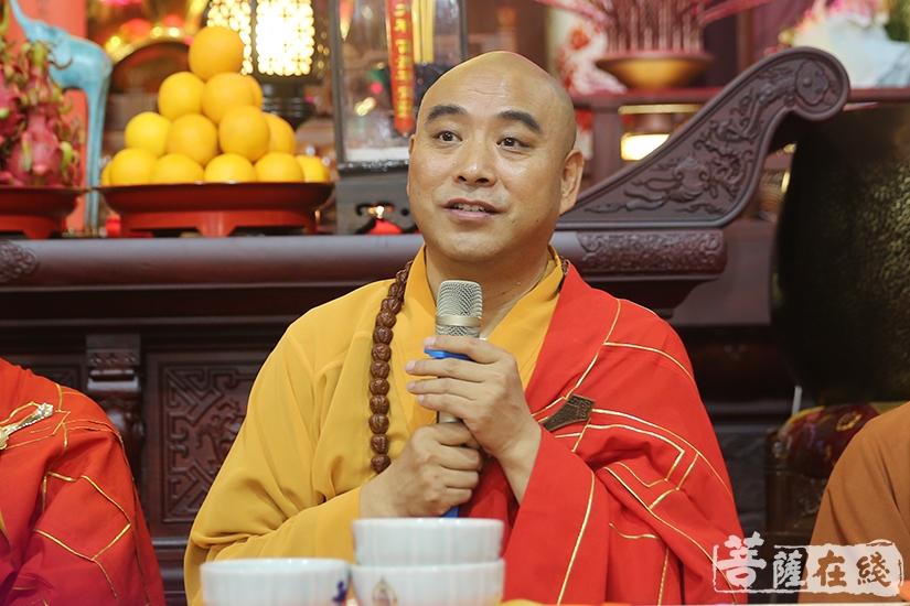 中国佛教协会副秘书长、上海佛教协会会长、上海佛学院院长、上海静安寺方丈慧明大和尚慈悲开示(图片来源:菩萨在线 摄影:妙雨)