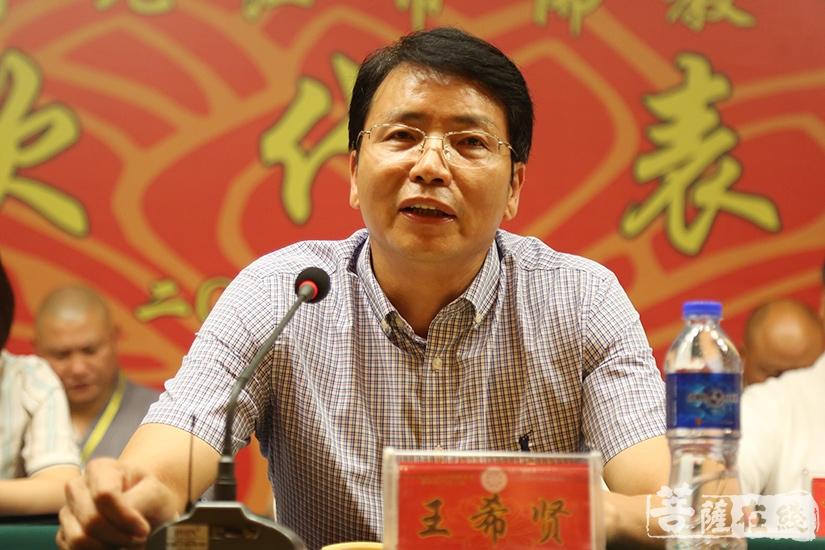江西省民宗局副局长王希贤对大会的圆满召开表示祝贺(图片来源:菩萨在线 摄影:妙澄)
