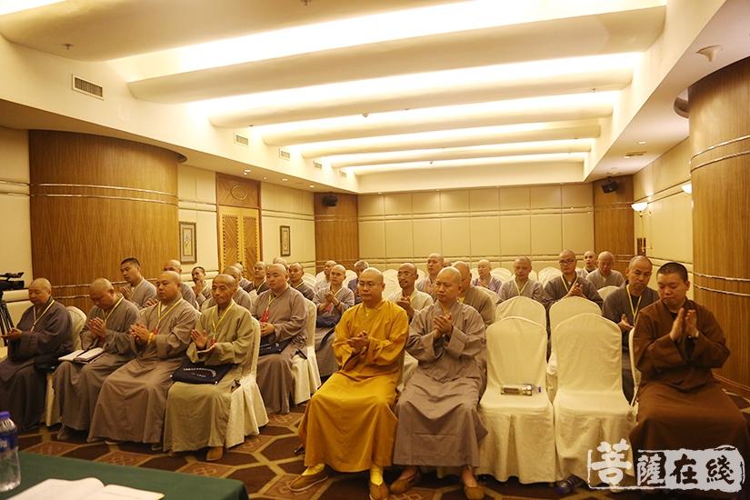 九江市佛教协会召开第四届常务理事会会议(图片来源:菩萨在线 摄影:妙澄)