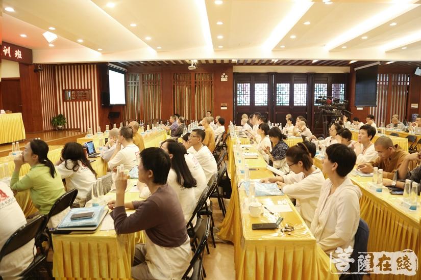 为第五届世界佛教论坛发现人才、培养人才、选拔翻译人才(图片来源:菩萨在线 摄影:妙文)
