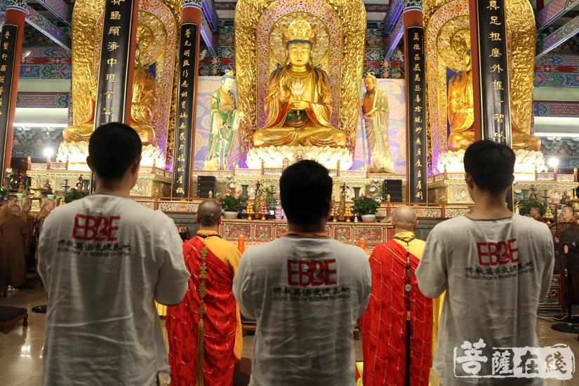 传灯法会(图片来源:菩萨在线 摄影:妙澄)