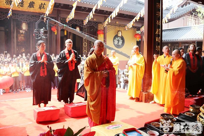 开光仪式(图片来源:菩萨在线 摄影:妙月)