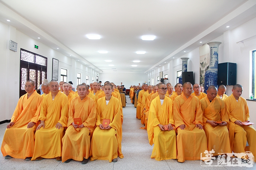 九华山佛学院恢复办学后的首届学僧圆满完成各项学业(图片来源:菩萨在线 摄影:妙静)