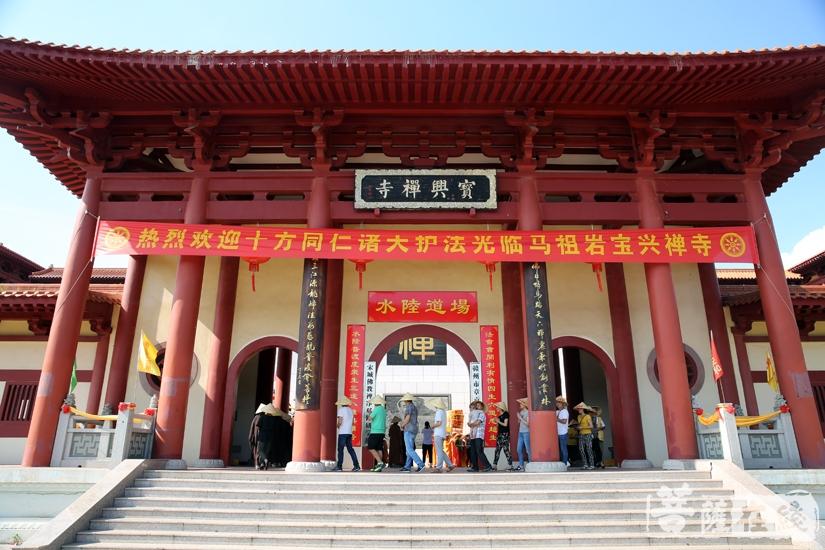 马祖岩宝兴禅寺举行水陆法会之熏坛洒净仪式(图片来源:菩萨在线 摄影:妙雨)