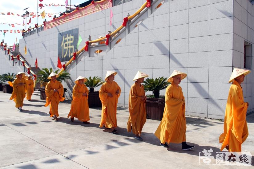 绕寺一周(图片来源:菩萨在线 摄影:妙雨)