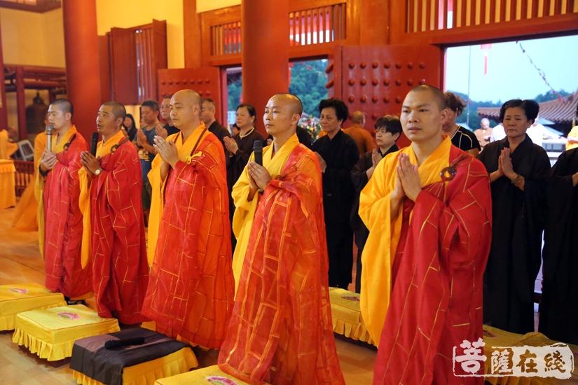 五大士焰口于大雄宝殿举行(图片来源:菩萨在线 摄影:妙文)