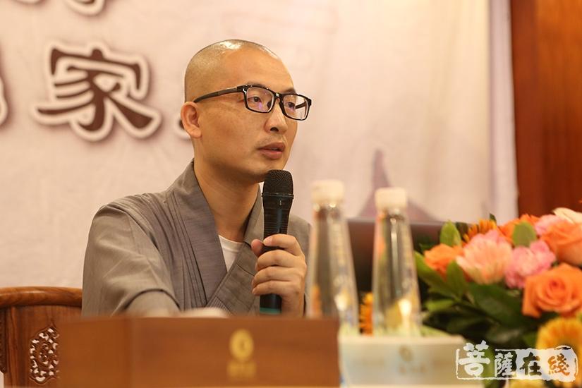 传智法师讲解《出家功德》(图片来源:菩萨在线 摄影:妙月)