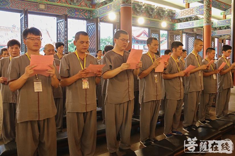 忏摩仪式(图片来源:菩萨在线 摄影:妙澄)