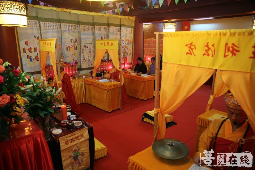 恭请诸佛、菩萨等圣众光临坛场(图片来源:菩萨在线 摄影:妙文)