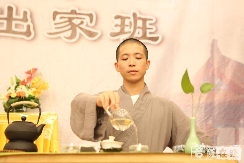 禅茶一味(图片来源:菩萨在线 摄影:妙月)