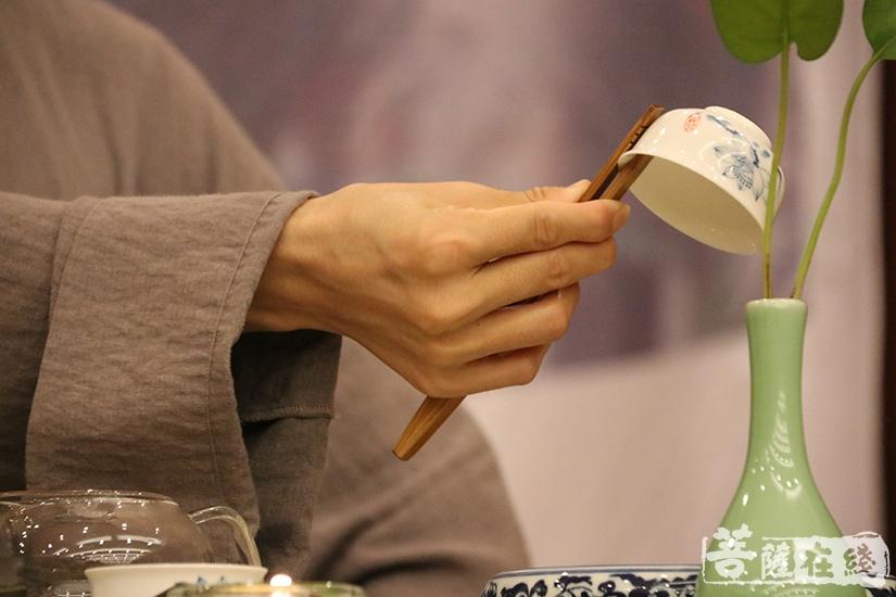 温杯(图片来源:菩萨在线 摄影:妙澄)