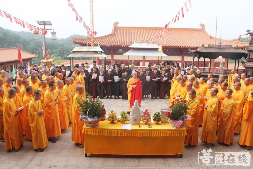 放生仪式(图片来源:菩萨在线 摄影:妙文)