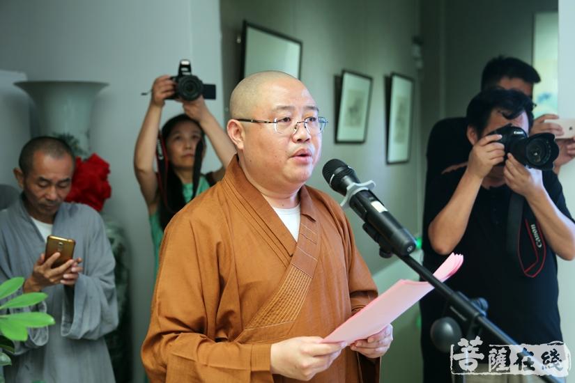安庆市佛教协会副会长西来法师主持本次活动(图片来源:菩萨在线 摄影:妙雨)