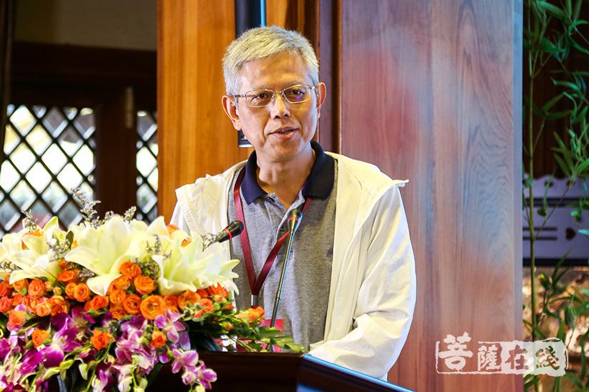 中山大学教授龚隽发言(图片来源:菩萨在线 摄影:妙清)