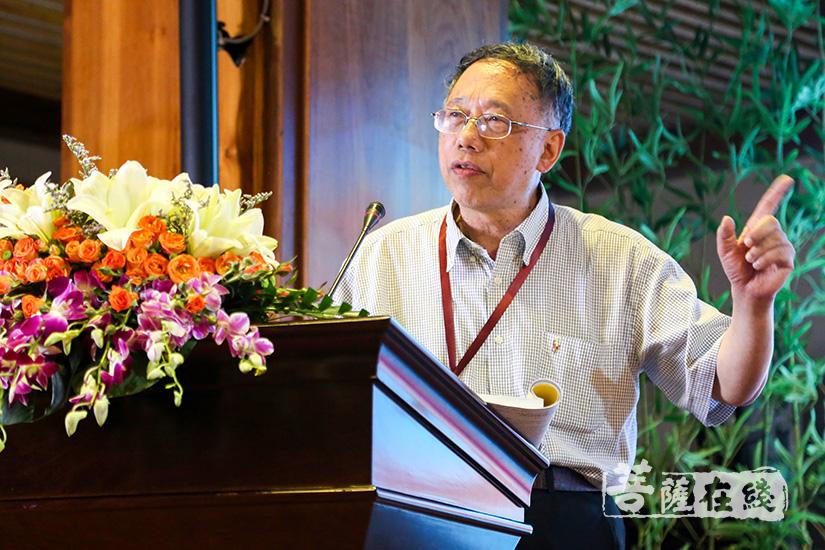 上海师范大学教授严耀中发言(图片来源:菩萨在线 摄影:妙清)