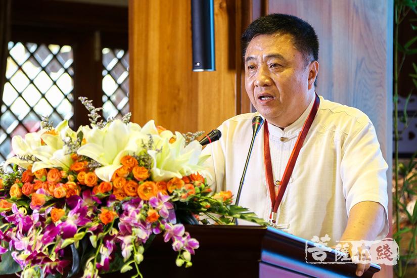 斯里兰龙华书院教授郝唯民发言(图片来源:菩萨在线 摄影:妙清)