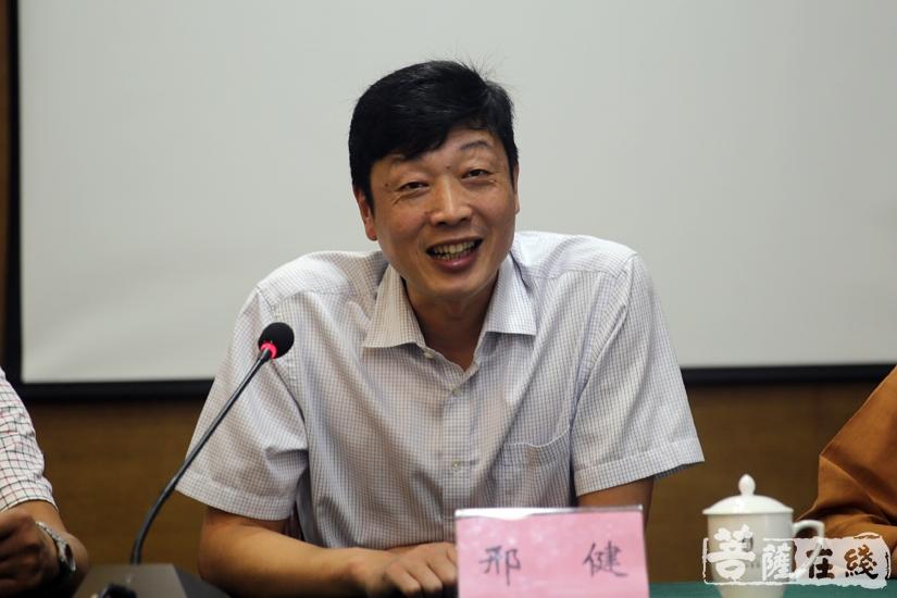 福山区文化旅游局局长邢健对本次论坛的圆满闭幕表示祝贺(图片来源:菩萨在线 摄影:妙清)