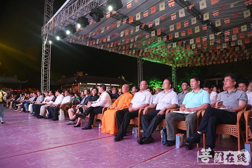 出席本次晚会的领导嘉宾(图片来源:菩萨在线 摄影:妙静)