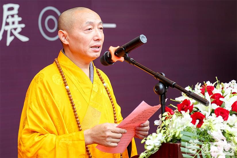心培法师代表吴中区佛教协会、包山禅寺两序大众致欢迎词(图片来源:菩萨在线 摄影:妙澄)