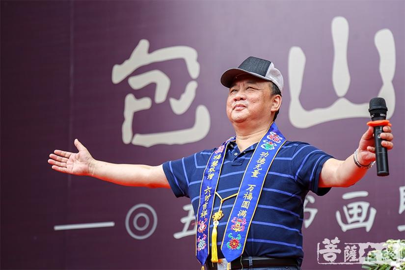 中央民族歌舞团男高音歌唱家乌日塔演唱成名曲《呼伦贝尔大草原》(图片来源:菩萨在线 摄影:妙澄)