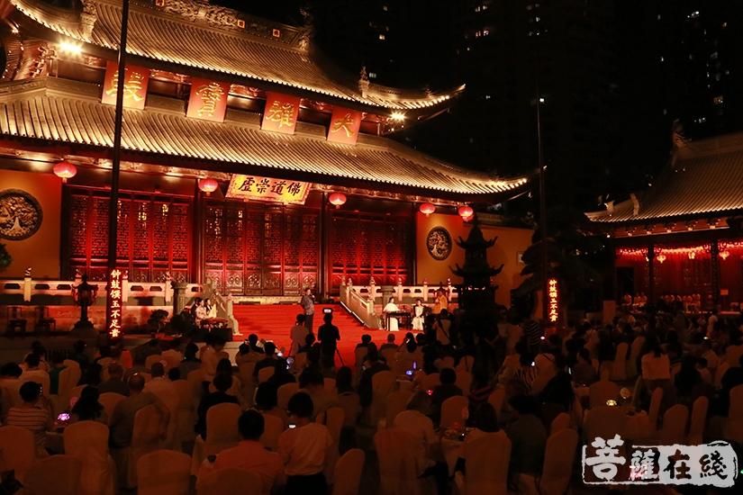 群贤毕至 共度佳节(图片来源:菩萨在线 摄影:妙月)