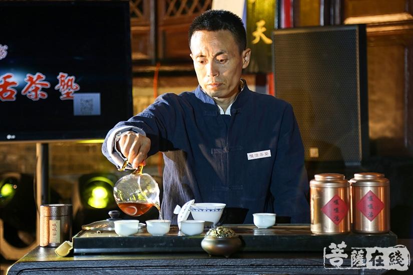 共话茶塾(图片来源:菩萨在线 摄影:果仁)