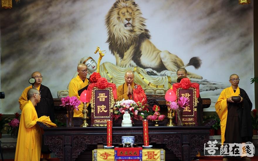 作狮子吼(图片来源:菩萨在线 摄影:妙雨)