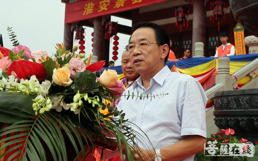 淮安市民宗局局长许夕宝肯定了景会寺近年来的发展(图片来源:菩萨在线 摄影:妙言)