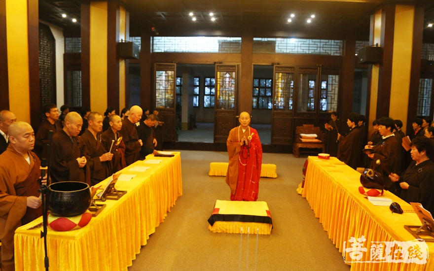 大蒙山施食法会(图片来源:菩萨在线 摄影:妙雪)