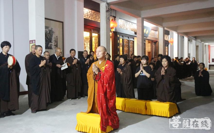 祈愿世界和平,国泰民安(图片来源:菩萨在线 摄影:妙雪)