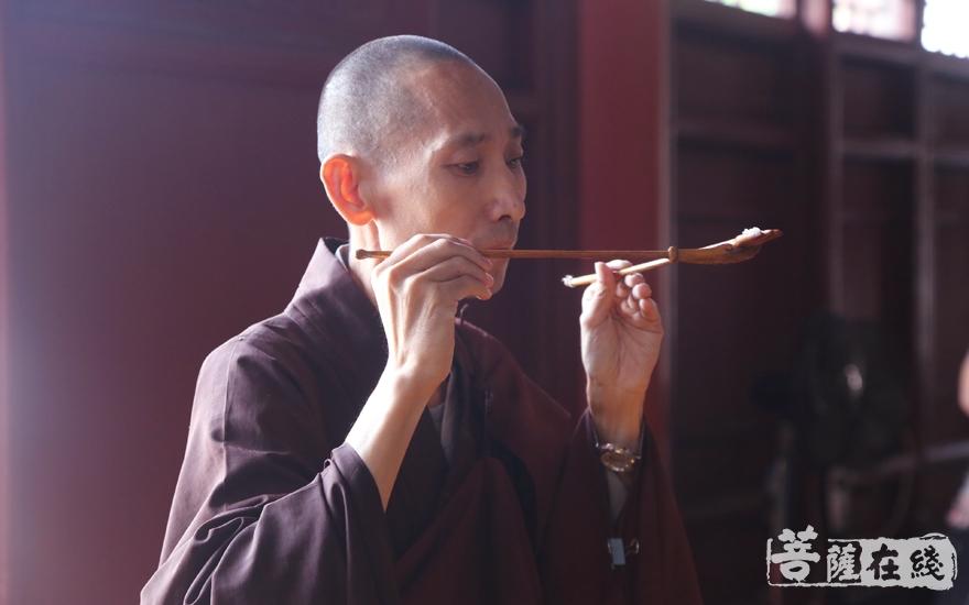 上供诸佛菩萨(图片来源:菩萨在线 摄影:妙雪)