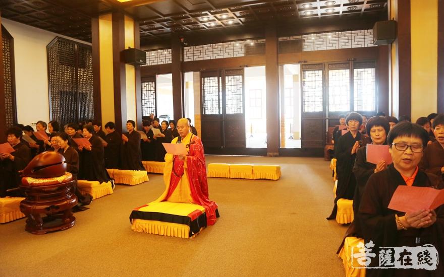 道元法师主法佛七大回向仪式(图片来源:菩萨在线 摄影:妙雪)