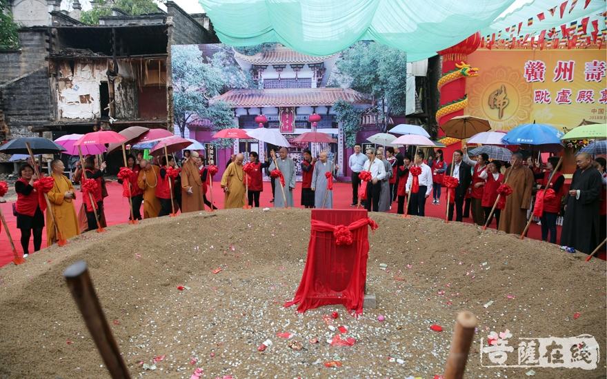 奠基是佛教中的重要仪式之一(图片来源:菩萨在线 摄影:妙雨)