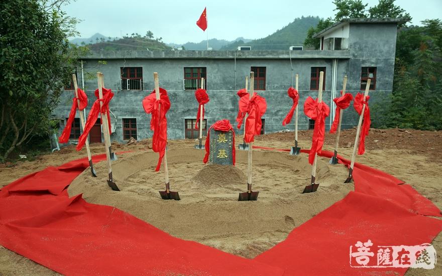 石城集贤寺举行重建奠基庆典(图片来源:菩萨在线 摄影:妙雨)