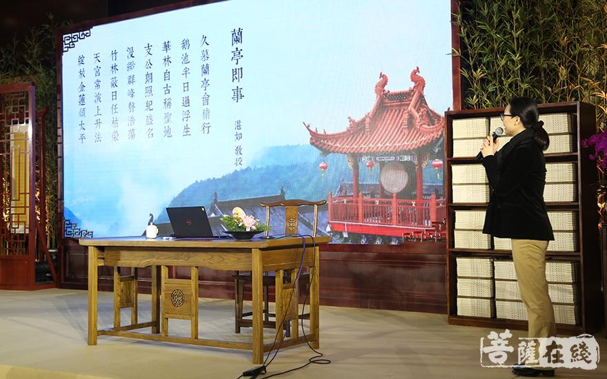 呂薇閉幕式獻唱(圖片來源:菩薩在線 攝影:妙祺)