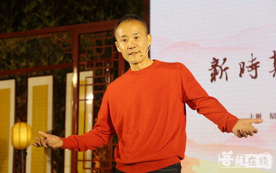王石做專題講座(圖片來源:菩薩在線 攝影:妙祺)