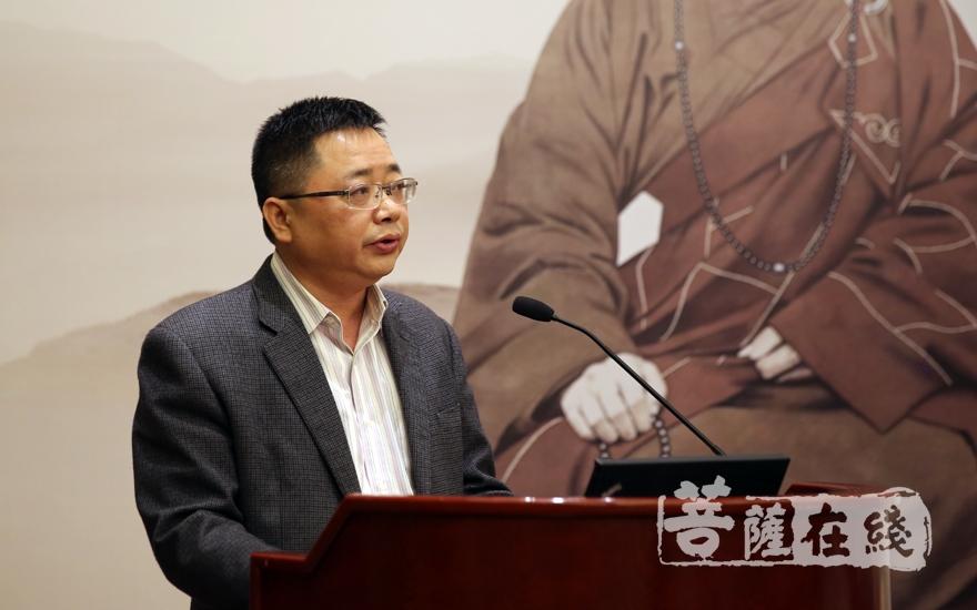 鄞州區宗教局局長嚴偉強對大會的召開表示祝賀(圖片來源:菩薩在線 攝影:妙雨)