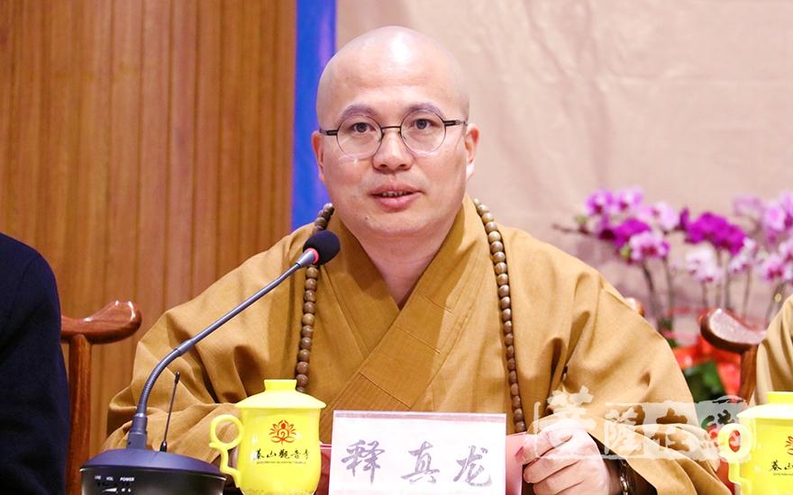 山東省佛教協會副會長真龍大和尚致辭(圖片來源:菩薩在線 攝影:妙月)