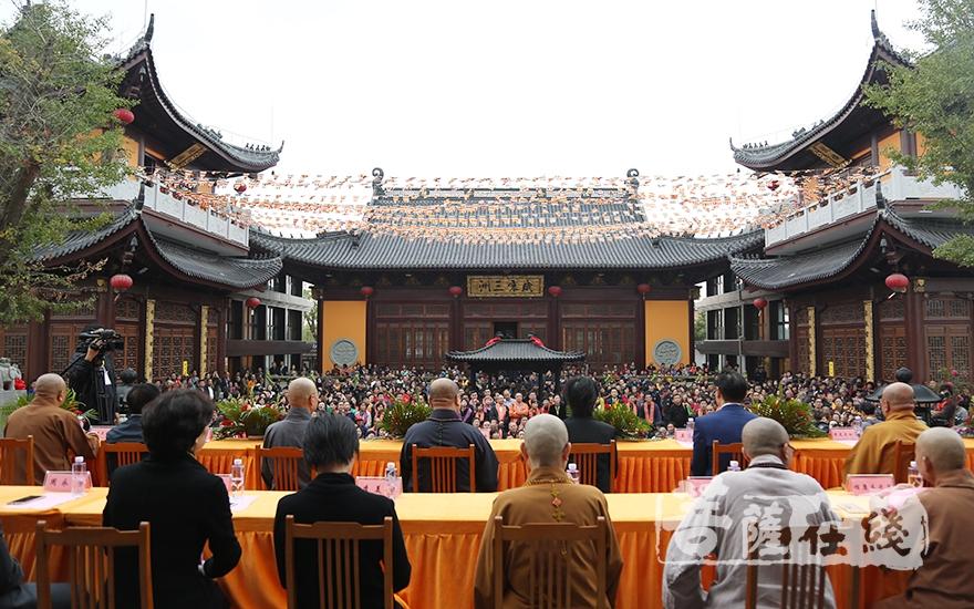 庆典圆满(图片来源:菩萨在线 摄影:妙月)