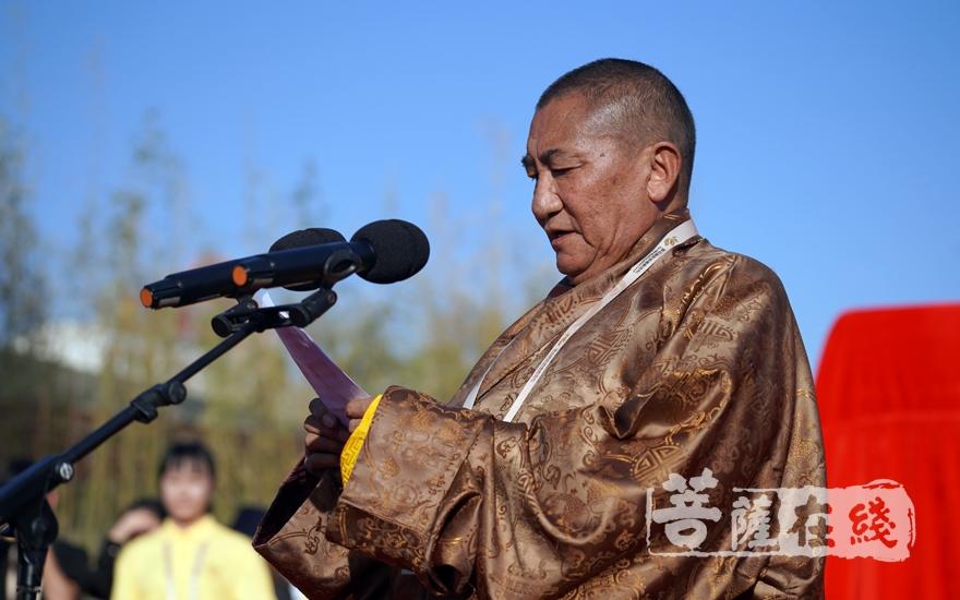 """珠康·土登克珠活佛在致辞中说,共植""""同愿林"""