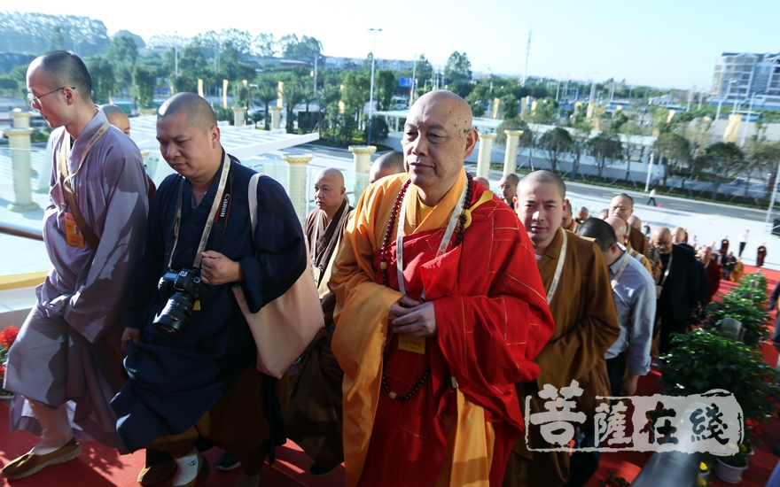 中佛协副会长道慈法师一行入场(图片来源:菩萨在线 摄影:妙梵)