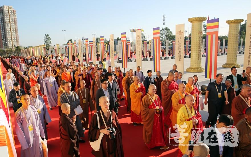 来自55个国家代表嘉宾出席(图片来源:菩萨在线 摄影:妙雨)