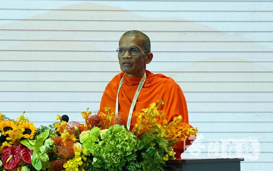 缅甸迪德固国际佛教弘扬协会校长阿信·纳尼达拉博士大会发言(图片来源:菩萨在线 摄影:妙雨)