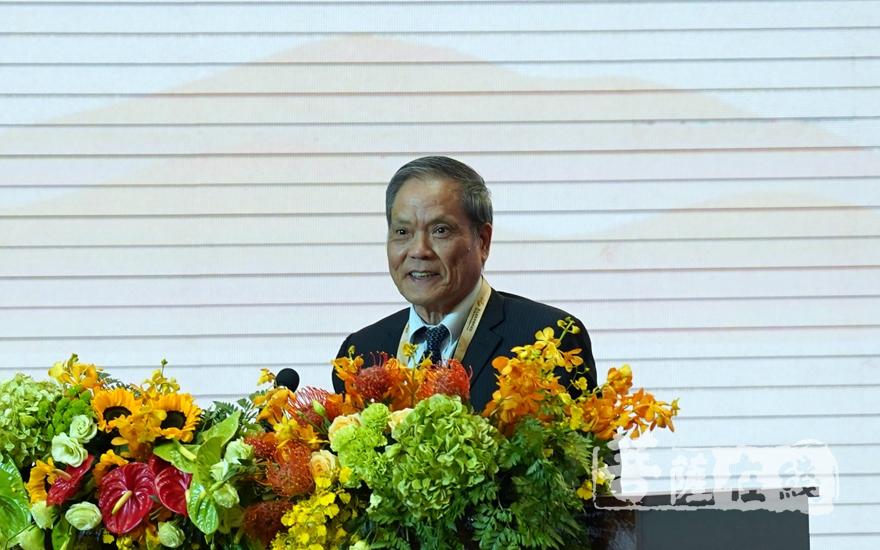 南京大学中华文化研究院院长赖永海大会发言(图片来源:菩萨在线 摄影:妙雨)